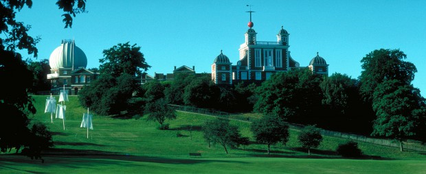 The Royal Observatory sett från Greenwich Park © Britainonview